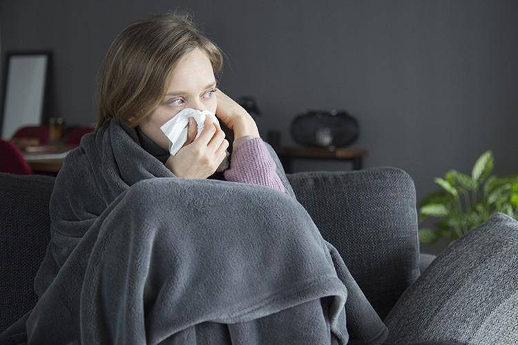 Стало известно почему люди болеют простудой по несколько раз в год