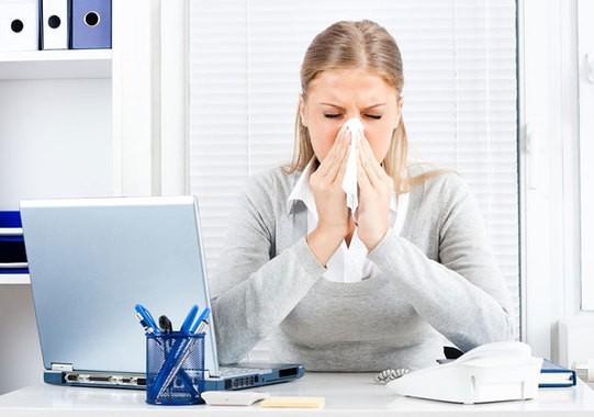 Зарази грипом колег: переважна більшість працівників продовжують ходити на роботу з ГРВІ