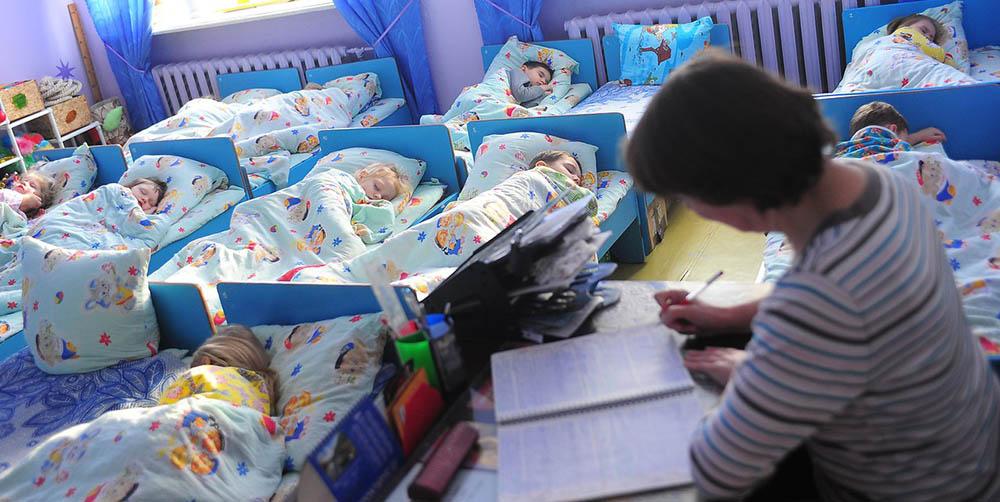 Не прокинулася після тихої години: дворічна дівчинка померла в дитсадку через ГРВІ