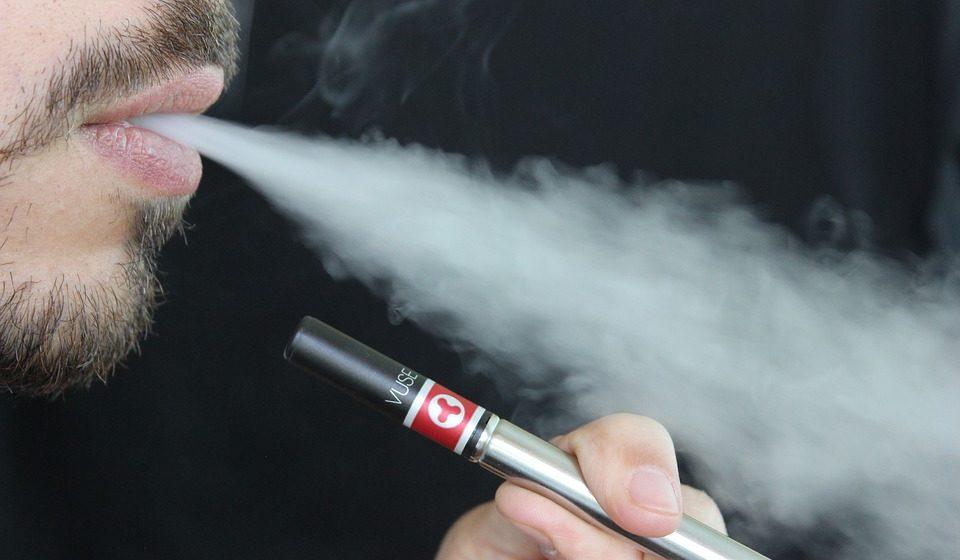Курение электронных сигарет повышает риск инсульта
