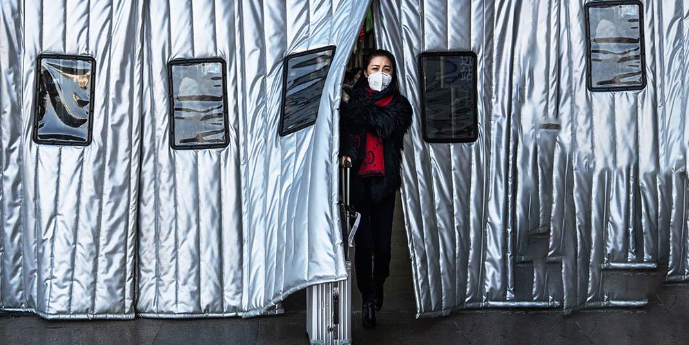 Количество погибших от коронавируса в Китае превысило 2000