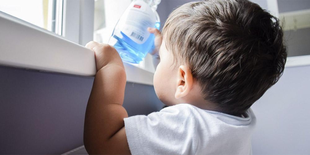 Контакт с бытовыми чистящими средствами в первые три месяца жизни повышает риск детской астмы – исследование
