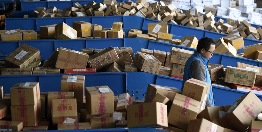Украина прекращает почтовое сообщение с Китаем: отправить посылку отныне нельзя, получить - проблематично