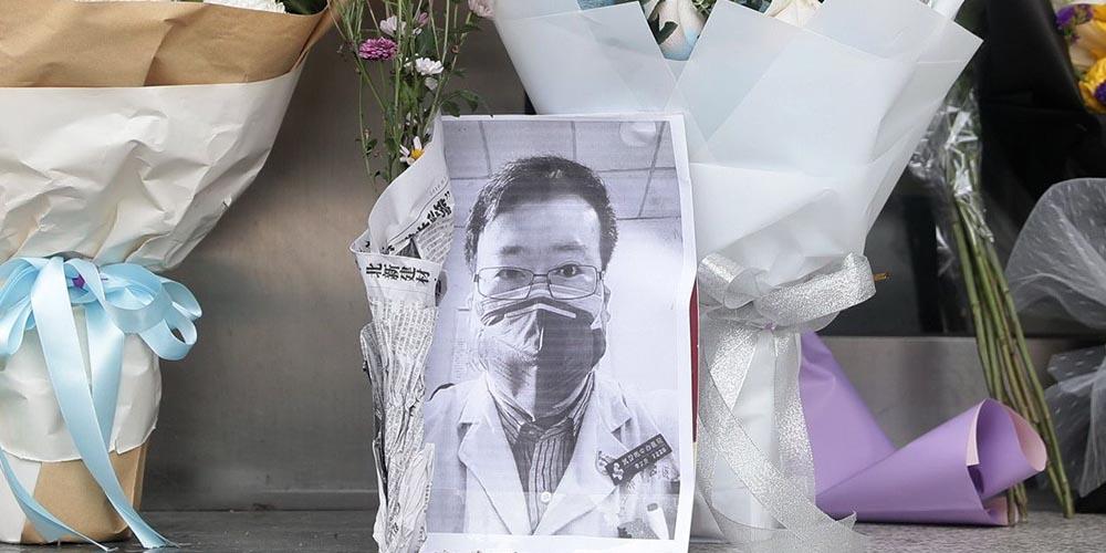Врач Ли Вэньлян, который предупреждал о коронавирусе, умер