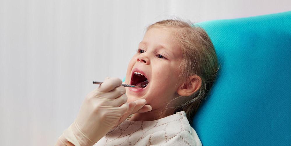 Химические вещества, от которых давно отказались производители, продолжают влиять на зубы детей