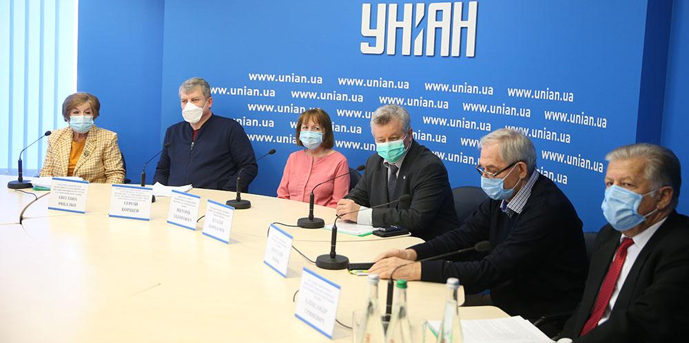 Украинские вирусологи отчитались о результатах исследований препарата, замедляющего развитие коронавируса