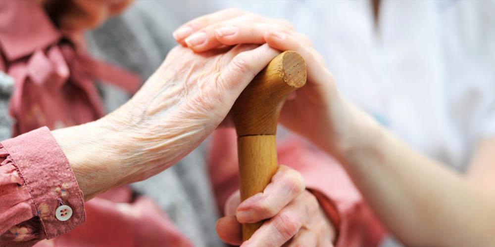Как пожилым людям обезопасить себя от коронавируса и что делать на карантине