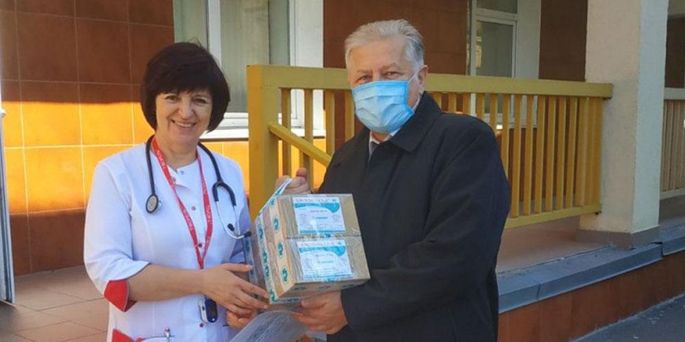 Медперсонал українських лікарень забезпечують противірусними препаратами