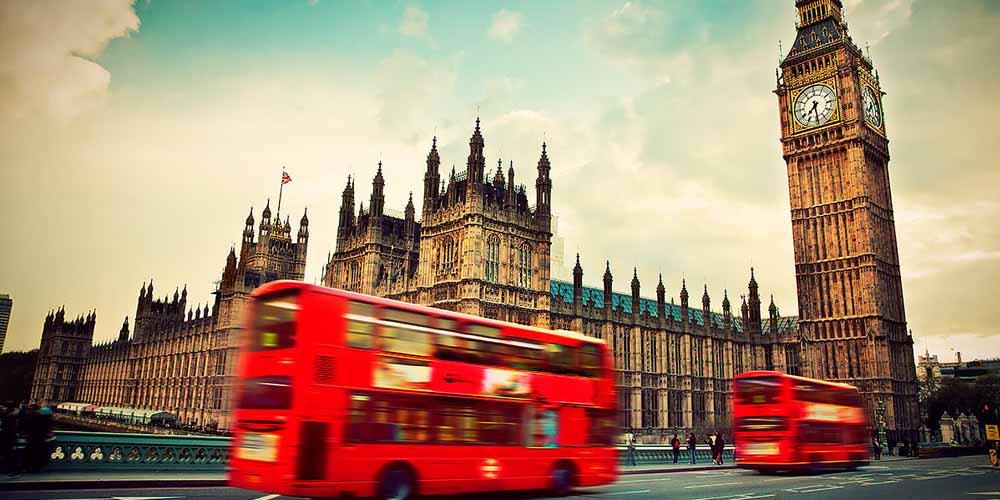 Великобритания призывает на работу 65 тысяч бывших медработников