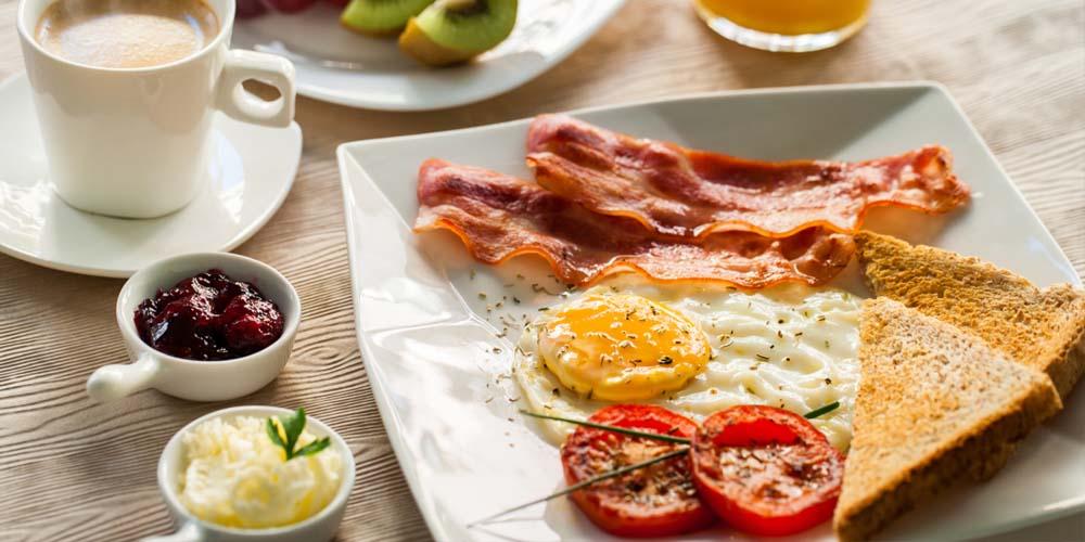 Люди, которые обильно завтракают, сжигают вдвое больше калорий