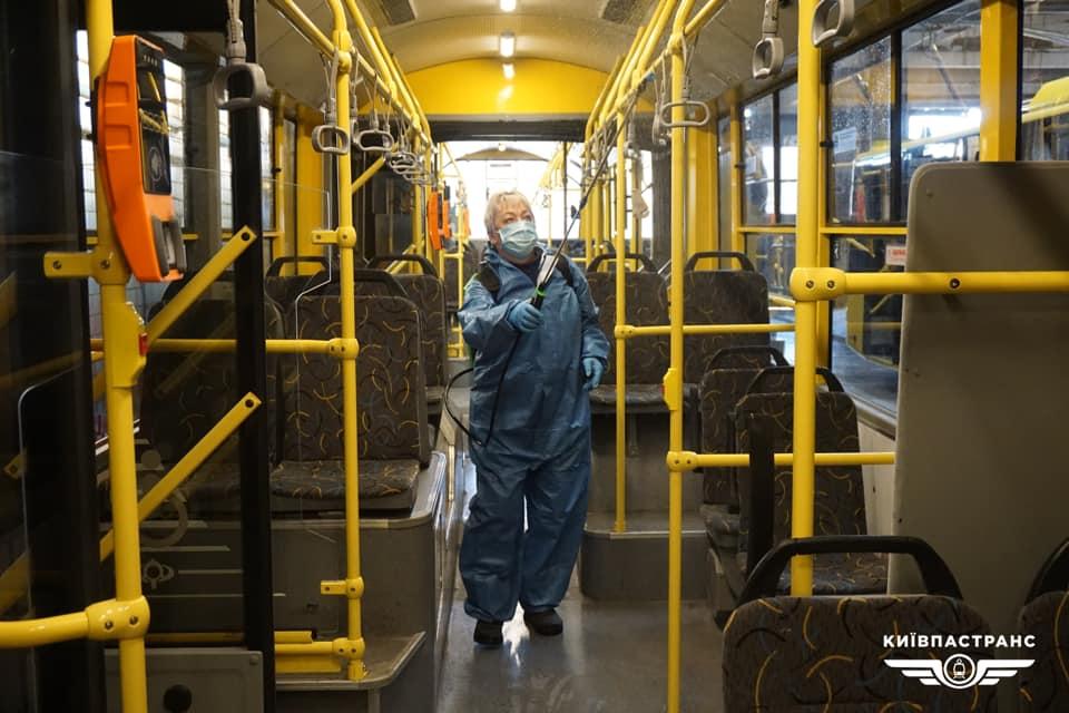 У Києві громадський транспорт відмивають дезінфекторами - бояться грипу і ГРВІ