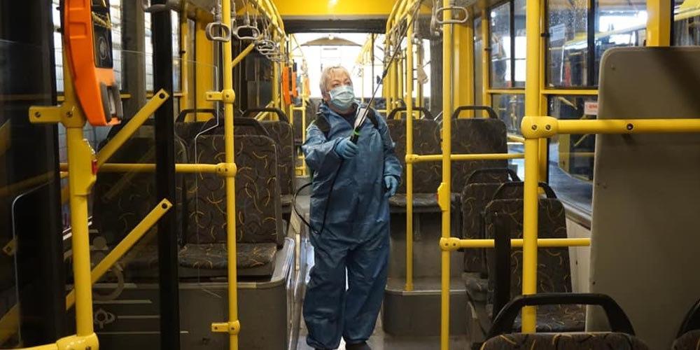 В Киеве общественный транспорт отмывают дезинфекторами – боятся гриппа и ОРВИ