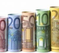 На европейских банкнотах микробы выживают дольше, чем на монетах