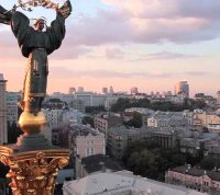 Послабление карантина: в Киеве откроют парикмахерские, небольшие магазины и ателье
