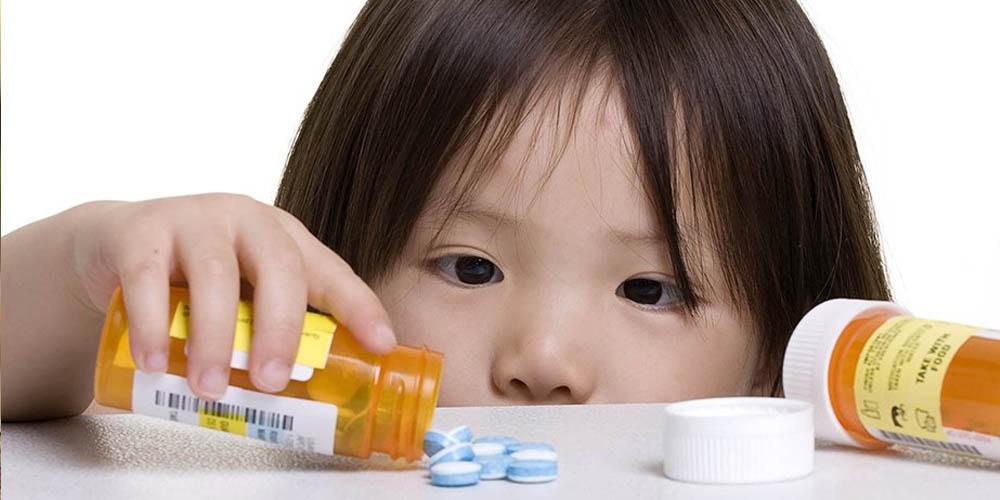Примерно 95% случаев отравления детей лекарствами происходит из-за недосмотра взрослых