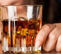 На карантине французы бросили пить шампанское, а итальянцы и американцы удвоили дозы алкоголя