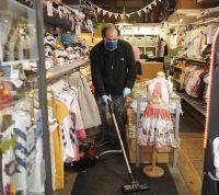 В Австрии и Италии возобновляют работу некоторые магазины