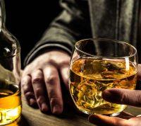 Британцев призывают ответственно пить алкоголь во время пандемии COVID-19