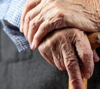 Мужчины в возрасте беспокоятся из-за коронавируса меньше остальных