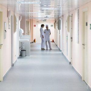 """Вирусы способны """"разбежаться"""" по больнице за 10 часов"""