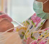 Ученые доказывают, что младенцы обычно легко переносят COVID-19