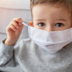 Ученые: дети могут легко принести коронавирус домой из садов и лагерей