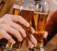 Молодые люди стали пить меньше алкоголя