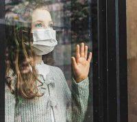 Группа ученых: молодым людям можно вернуться к обычной жизни в условиях пандемии