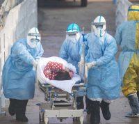 Коронавирус укладывает на больничные койки более молодых и здоровых, чем грипп