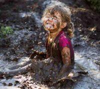 Детям полезно играть в грязи