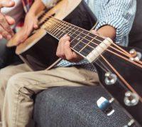 Нейробиологи доказали, что обучение игре на любом музыкальном инструменте весьма полезно для мозга
