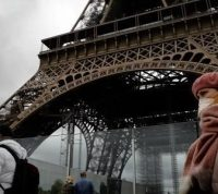 Усиление карантина: Франция ввела комендантский час, в ряде стран закрывают бары и рестораны