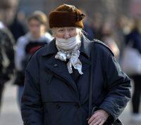 Маски для лица создают повышенный риск падения для пожилых людей