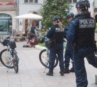 Во Франции мужчину оштрафовали за нарушение правил изоляции после того, как тот вышел «разбить парню лицо»