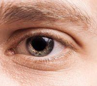 Коронавирус, похоже, не попадает в организм через роговицу глаза