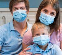 Группа американских ученых выяснила, от кого из членов семьи исходит наибольшая опасность передачи коронавируса