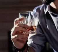 Алкоголь блокирует химическое вещество, повышающее внимание