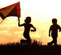Подростки со счастливым детством с меньшей вероятностью будут употреблять алкоголь и наркотики