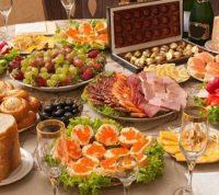 Переедание за праздничным столом: какие органы попадают под удар