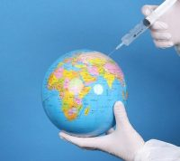 Для достижения коллективного иммунитета необходимо вакцинировать почти все население - эксперты