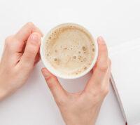 Люди с высоким давлением могут пить кофе, если будут проявлять осторожность