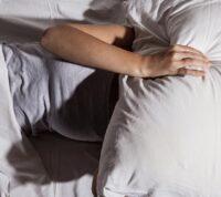 Неправильный режим сна связан с плохим настроением и депрессией
