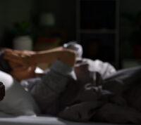Ученые выяснили, что происходит с телом и мозгом, если не спать всю ночь
