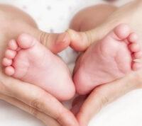 Во Франции впервые родился первый ребенок после трансплантации матки