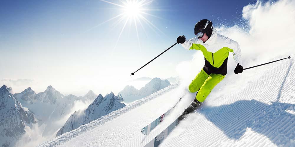 На горнолыжных курортах вероятность подхватить COVID-19 гораздо ниже, чем в офисе