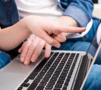 Ученые определили, какие дети становятся активными пользователями Интернета