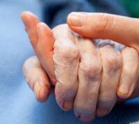 Ученые выяснили, что у пожилых людей больше шансов повторно заразиться коронавирусом