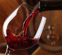 Даже бокал вина в день может принести вред