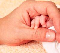 У детей, рожденных от вакцинированных мам, образуются антитела к COVID-19
