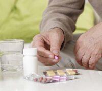 Ученые выяснили, что пожилым людям часто назначают препараты, которые увеличивают риск падения и переломов